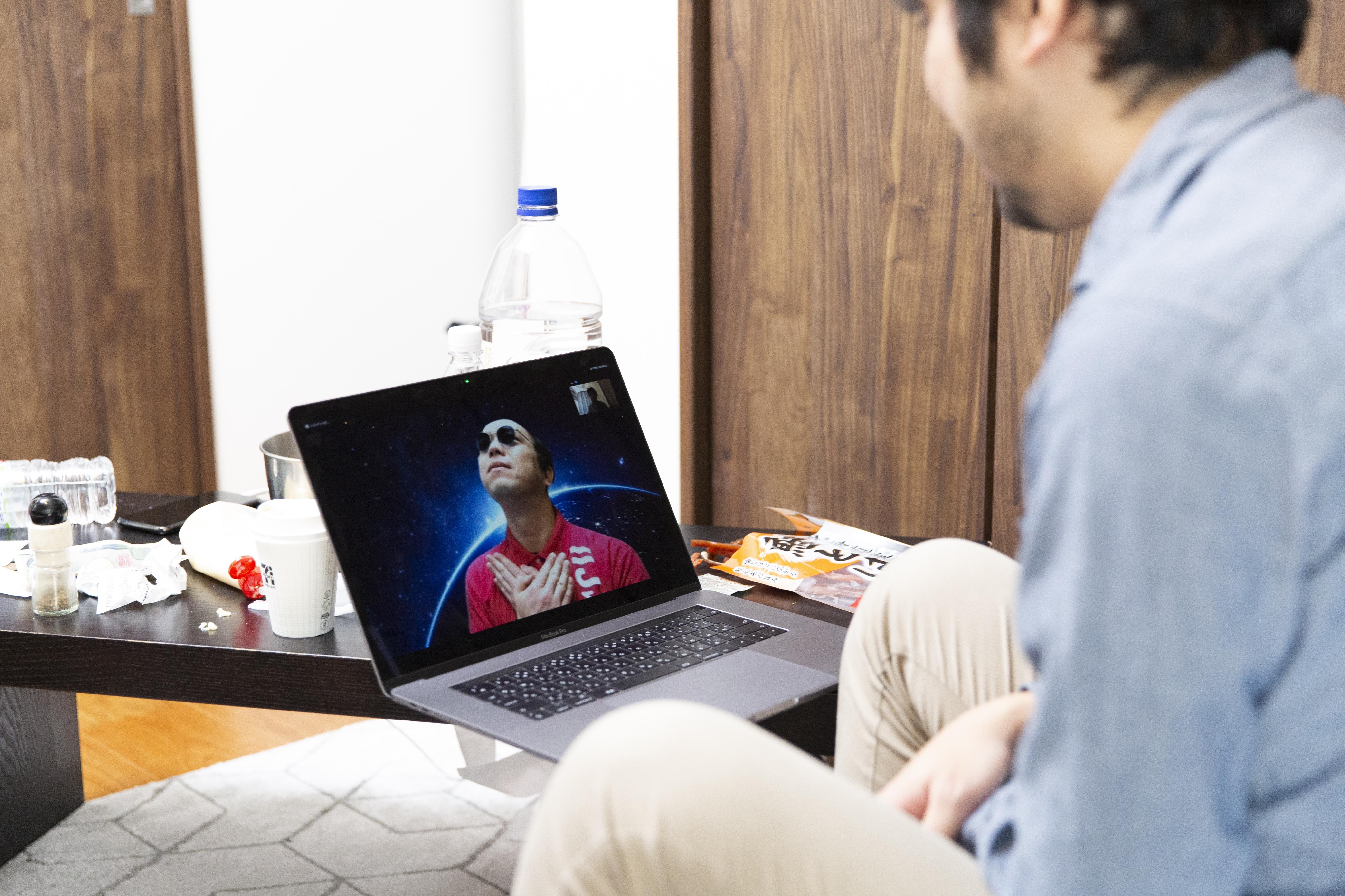 パソコンに映るSIM太郎の画像