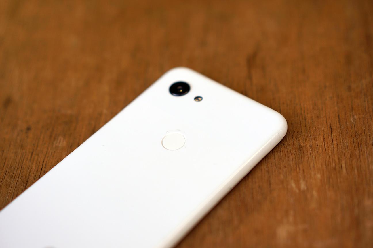 Google Pixel 3の指紋認証ボタン